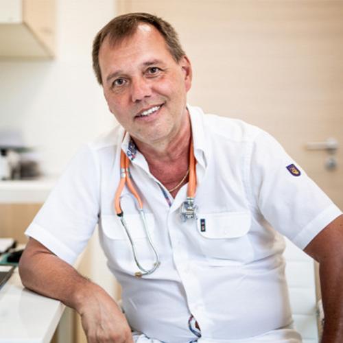 Dr. Szlávik János infektológus